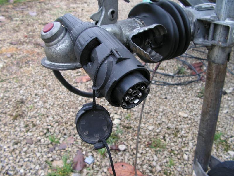 Prise multicon c d 7 6 contacts - Refaire une prise electrique ...