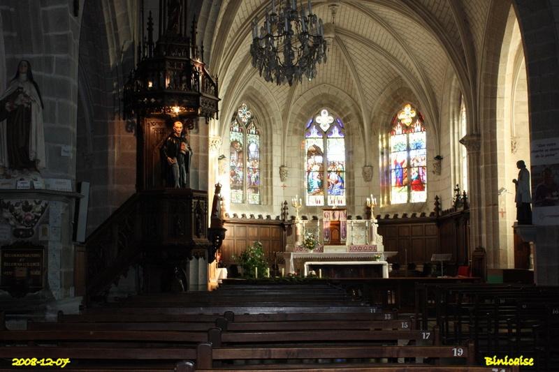Eglise Saint Sauveur intérieur. dans Bretagne eglise28