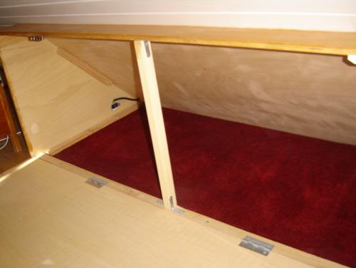 lit adulte contre sous pente page 2. Black Bedroom Furniture Sets. Home Design Ideas