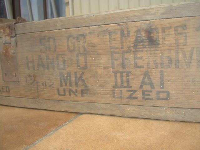 50 grenade mk iii caisse en bois. Black Bedroom Furniture Sets. Home Design Ideas