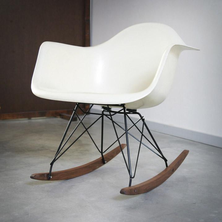 rocking chair rar herman miller eames blanc de 1950. Black Bedroom Furniture Sets. Home Design Ideas