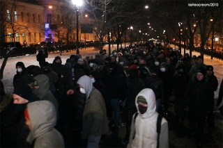 Le 19/01/2010, 600 antifascistes russes manifestent à Moscou contre les assassinats dont ils sont victimes, par -20° et malgré la répression policière qui fut très violente.