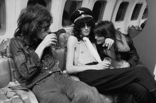 Jimmy Page, guitariste et fondateur de Led Zeppelin a une belle casquette de Nazi !