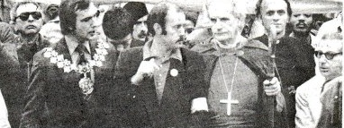 La tête du cortège de l'ALCARAF avec R. Godsiff, Maire de Lewisham (portant une chaine), M. Power du parti communiste, M Stockwood, l'évèque de Southwark, et M. Savitt représentant de la communauté juive britannique.
