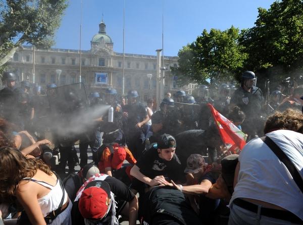 """La police """"socialiste"""" gaze les antifascistes le 14/08/2013 à Marseille"""