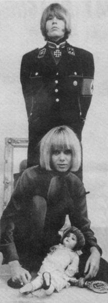Brian Jones déguisé en SS et Anita Pallenberg